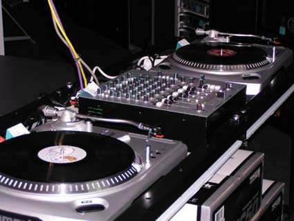 A bluffer 39 s guide to analog turntablism by matt shea for Best old school house music